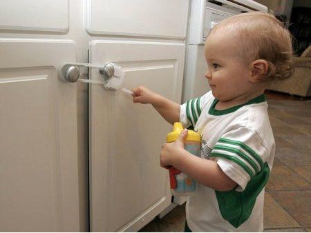چطور خانه را برای کودکان ایمن سازی کنیم