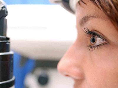جدیدترین روش درمان قوز قرنیه, علائم بیماری قوز قرنیه